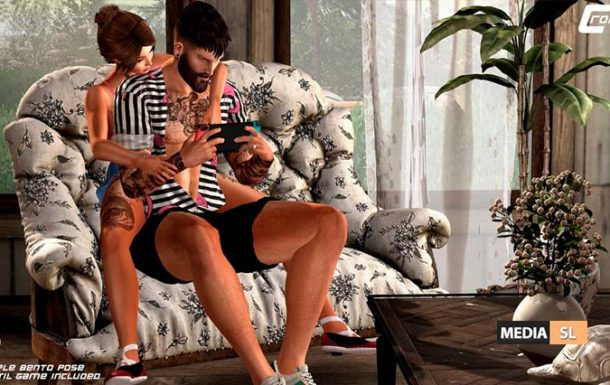 Playing Videogames couple pose – NEW